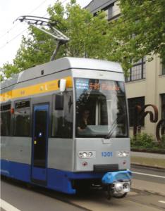 Die Straßenbahnlinie 14 fährt durch Plagwitz.
